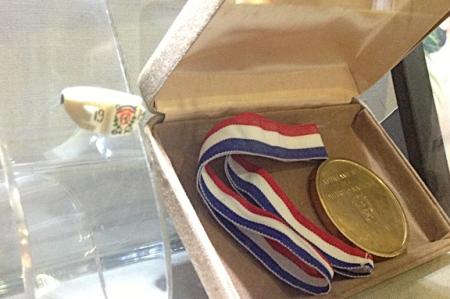 El anillo del 14 de Junio y la Medalla al Mérito que pertenecieron a don Rafael Alburquerque Zayas-Bazán. | Foto: J. Sing